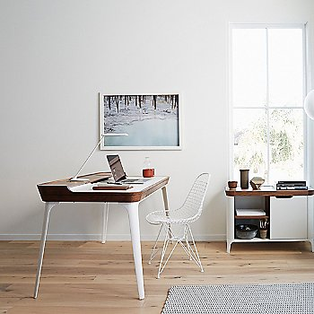 Airia Desk / in use