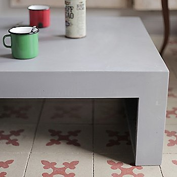 Dawn Coffee Table, Rectangular / In use
